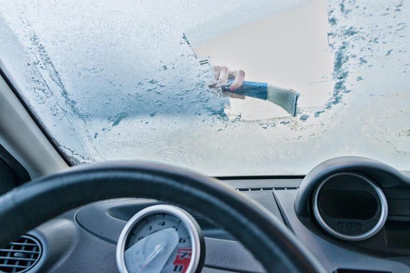 odmrażanie szyb samochodowych